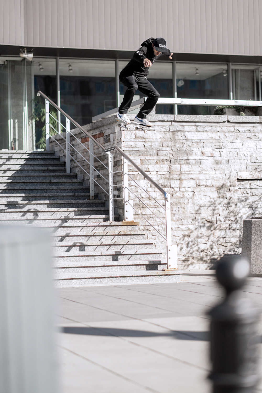 Ollie up, drop to boardslide / Warsaw